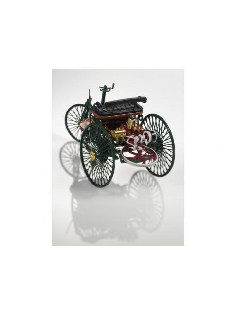 Voiture à moteur brevetée Benz Le 29 janvier 1886, Carl Benz dépose une demande de brevet pour son « véhicule à moteur à gaz ».