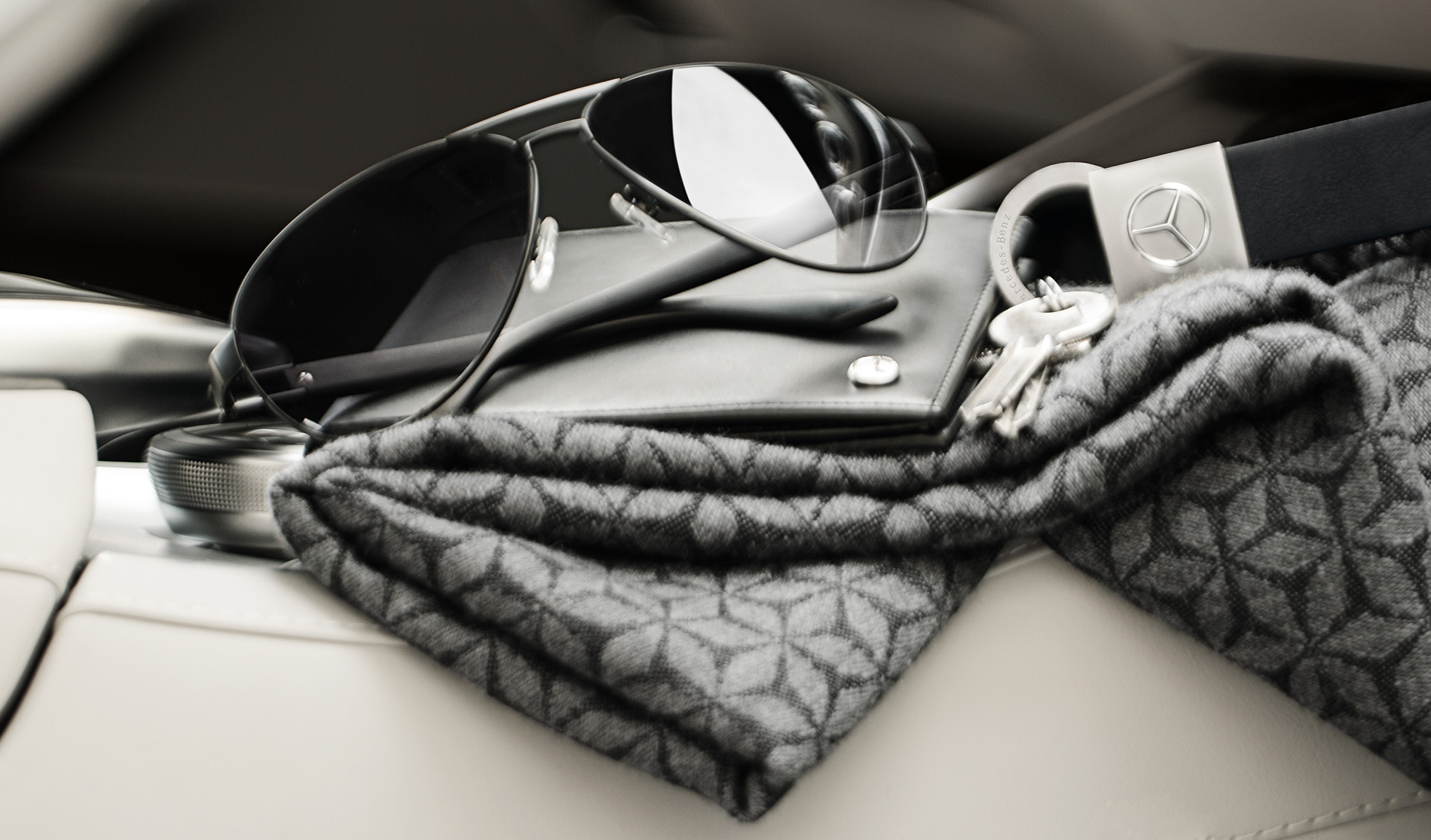 ... accessoires de la marque Mercedes Benz. Collection Homme 639a8e18b504